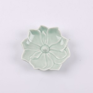 Nice looking home decoration ceramic Flowers shapes candle holder green